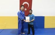 Judo hocamla işaret dilini daha iyi konuşabildiğimde daha başarılı olacağımı umuyorum 😊